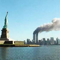 © National Park Service, 9-11, Statue of Liberty and WTC fire - Freiheitsstatue, WTC-Gebäude, New York, 11 September 2001